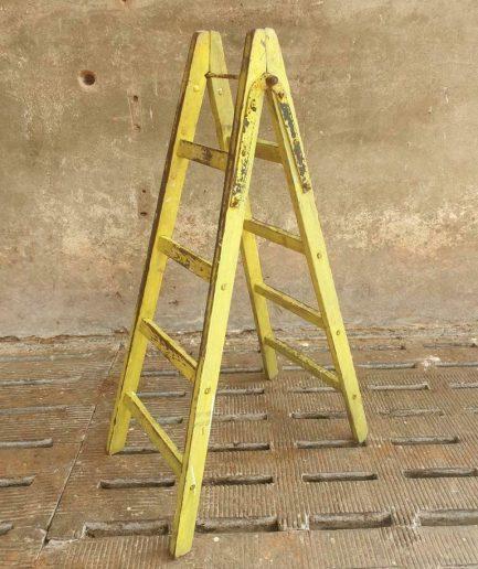 Antieke ladder geelgroen stellingrek trap (1)