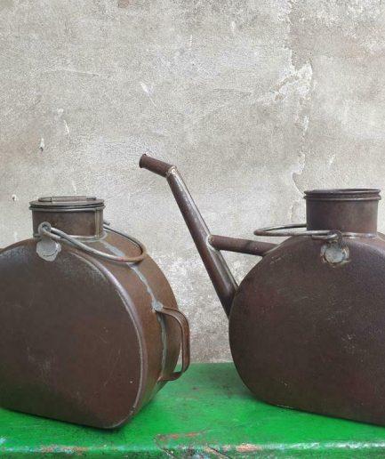 Antieke oliekannen bloemenvaas (1)