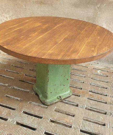 Oude tafel rond 110 cm eiken op groene machinepoot (1)