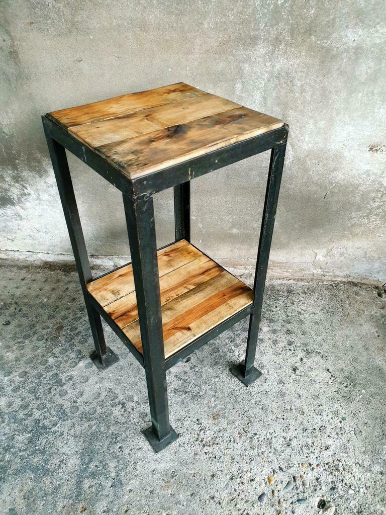 Industriële plantentafel of bijzettafel zwart staal met hout (1)