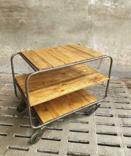 Industriële trolley of sidetable (1)