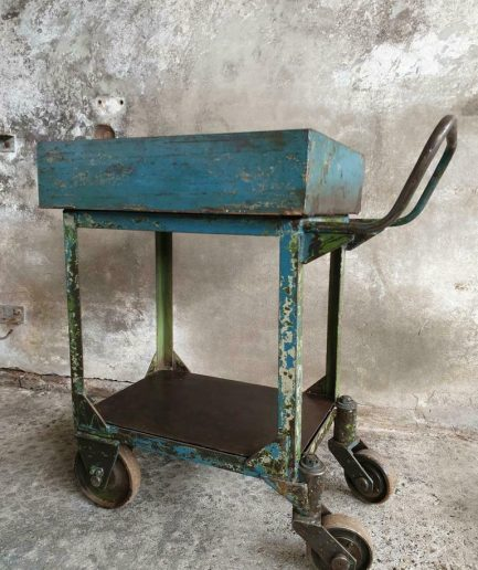 Oude industriële trolley, drankentrolley, sidetable (1)