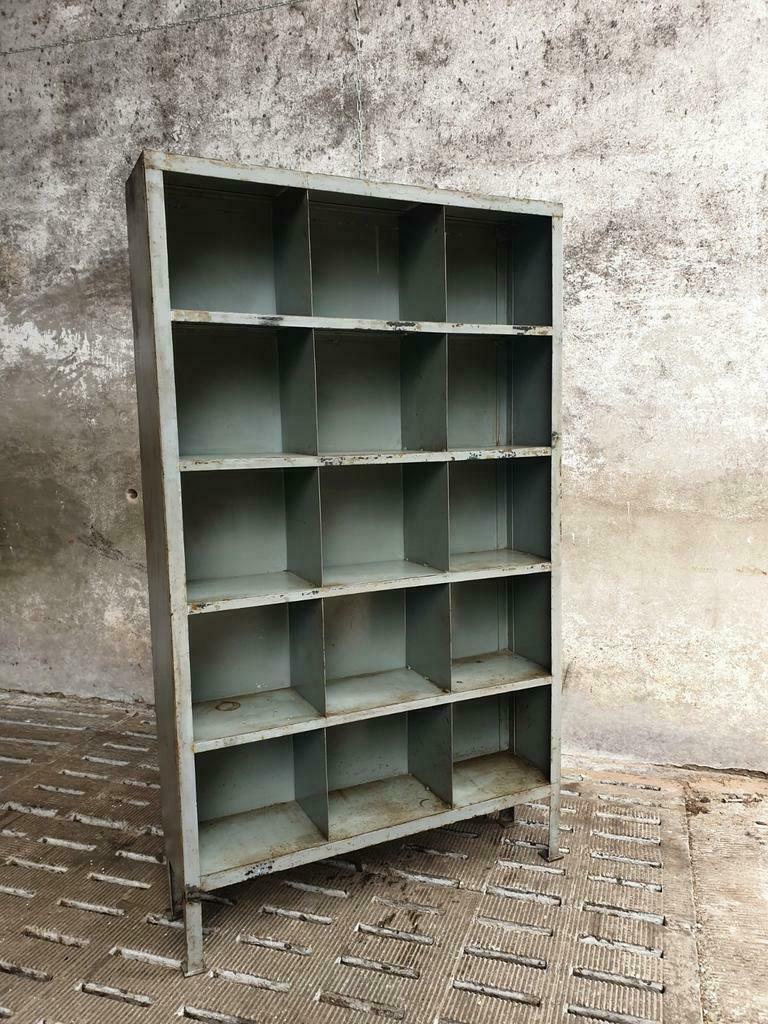 Industriële vakkenkast stalen boekenkast of wandkast (1)