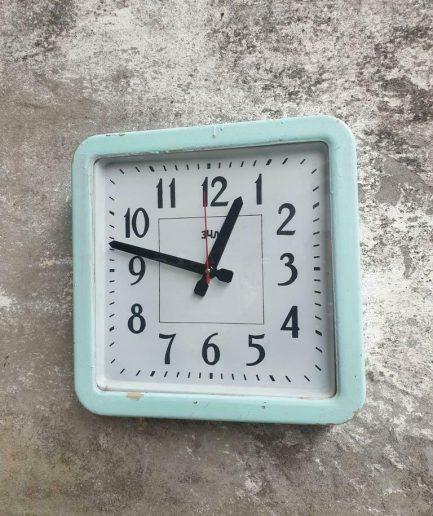 Vintage klok fabrieksklok mintgroen 40 x 40 cm (1)