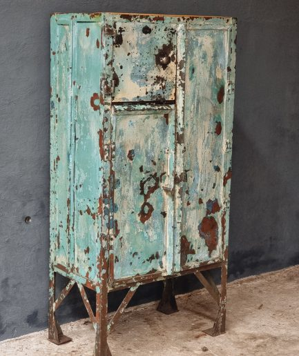 Oude (fabrieks)kast van staal turquoise (1)