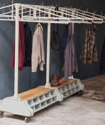 Oude industriële kapstok, garderoberek XXXL (1)
